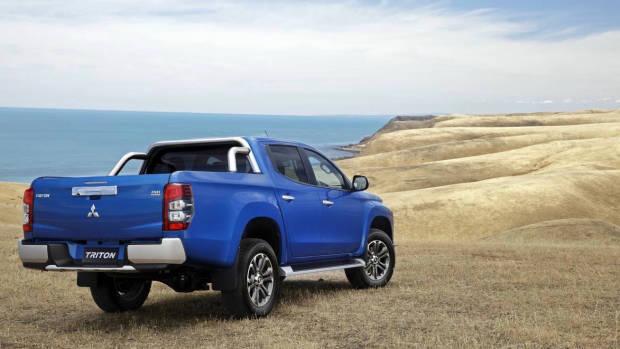 2019 Mitsubishi Triton GLS Premium blue rear 3/4