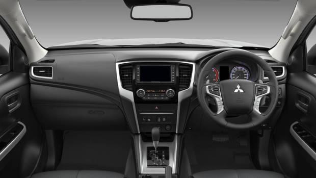 2019 Mitsubishi Triton GLS Premium cabin