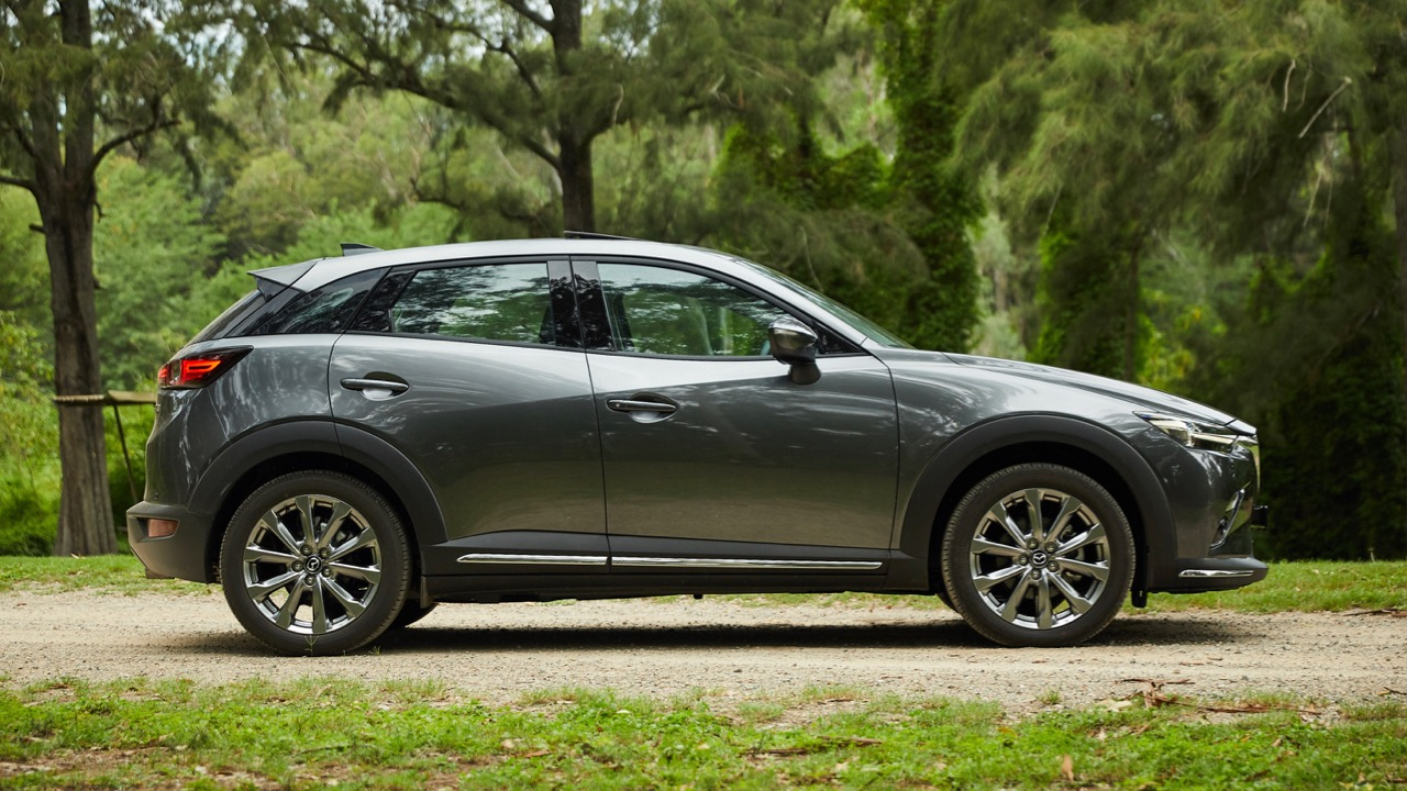 2019 Mazda CX-3 Akari LE Machine Grey profile