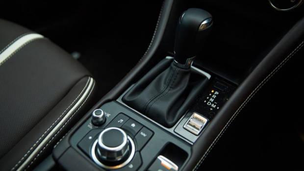 2019 Mazda CX-3 Akari LE gear shifter
