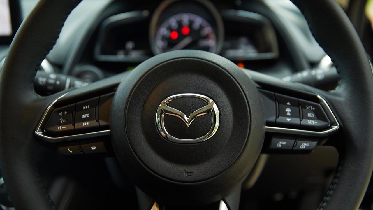 2019 Mazda CX-3 Akari LE steering wheel