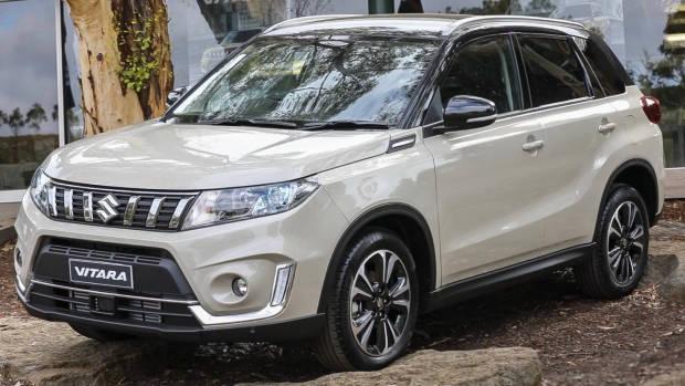 2019 Suzuki Vitara white front 3/4