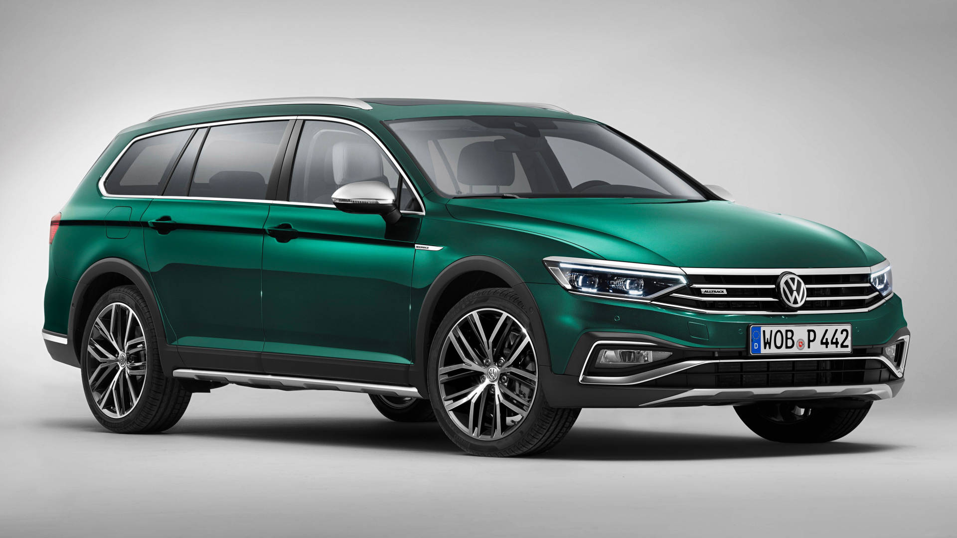 2020 Volkswagen Passat Alltrack green front 3/4