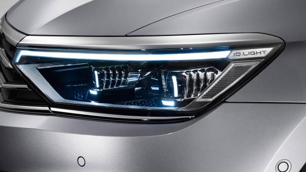 2020 Volkswagen Passat headlight detail