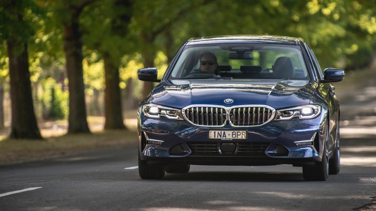 2019 BMW 330i M Sport blue front