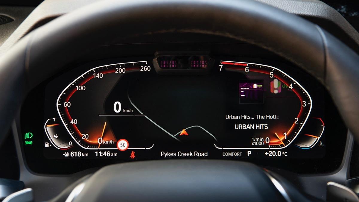 2019 BMW 330i M Sport digital gauges