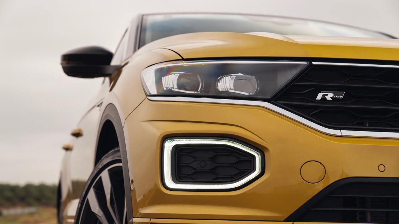 2020 Volkswagen T-Roc R-Line Yellow light