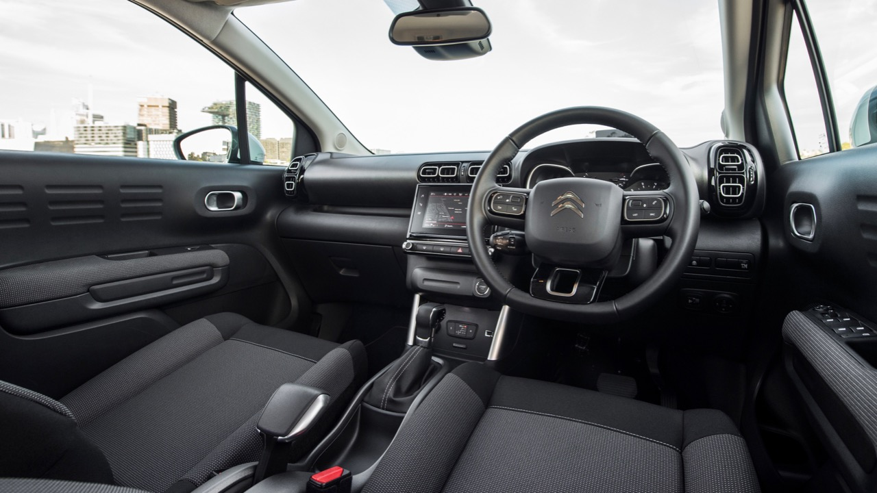 Citroen C3 Aircross 2019 mica grey interior