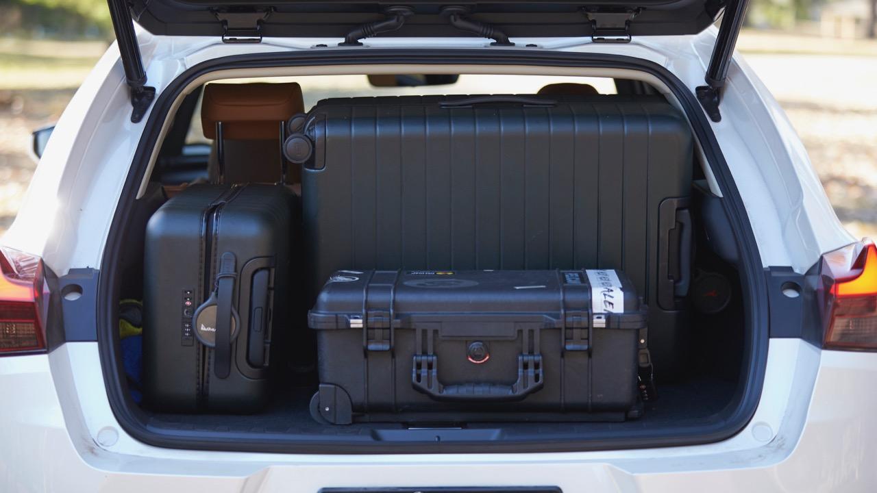 Lexus UX200 boot space