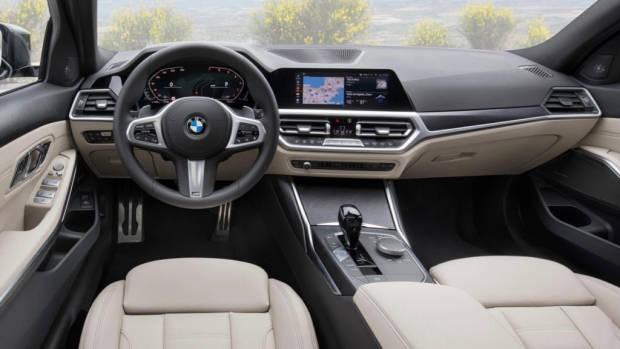 2019 BMW 330i Touring interior