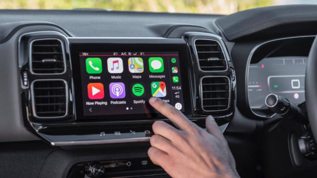 Citroen C5 Aircross review touchscreen CarPlay