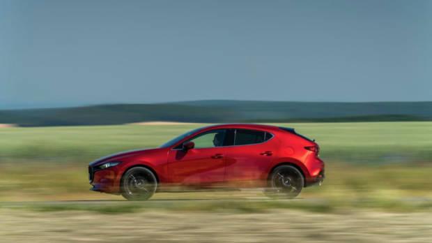 Mazda 3 Skyactiv-X 2020 side