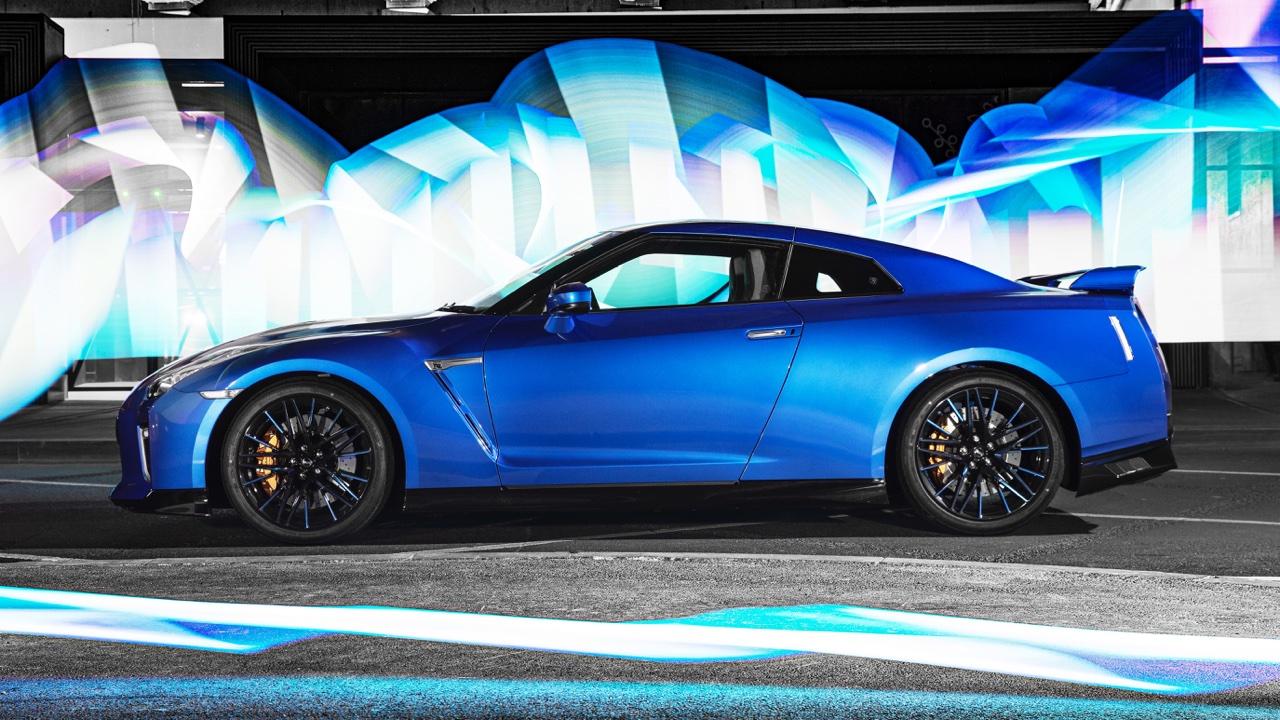 2019 Nissan GTR 50th Anniversary review blue2