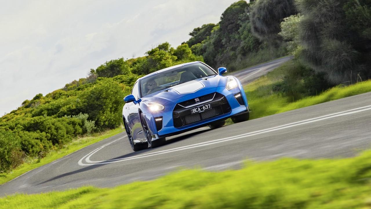 2019 Nissan GTR 50th Anniversary review blue3
