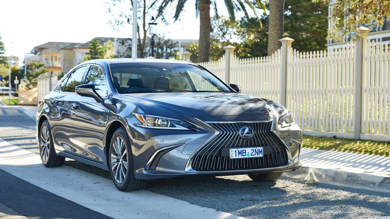 Lexus ES 300h hybrid review 2019 grey