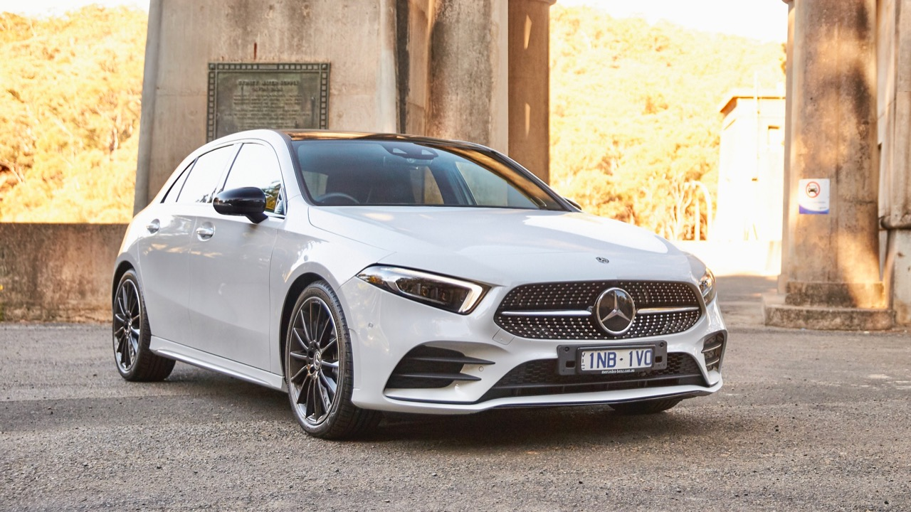 Mercedes-Benz A250 4MATIC Digital White front