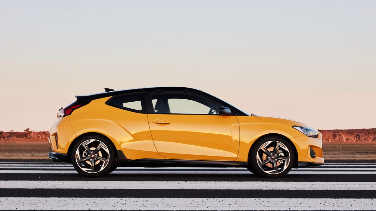 Hyundai Veloster review 2020 yellow side