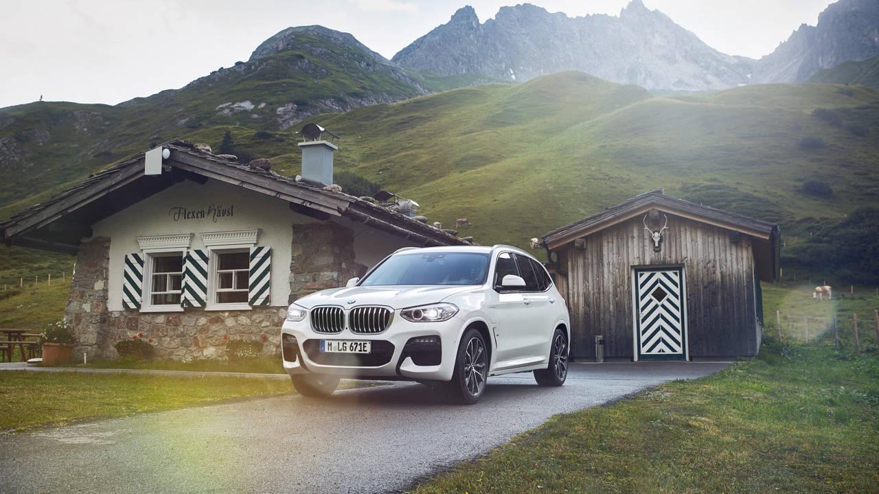 2020 BMW X3 xDrive 30e Front 3/4