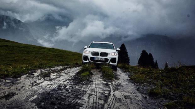 2020 BMW X3 xDrive 30e front