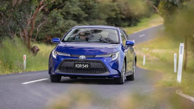 Toyota Corolla sedan review 2020 handling