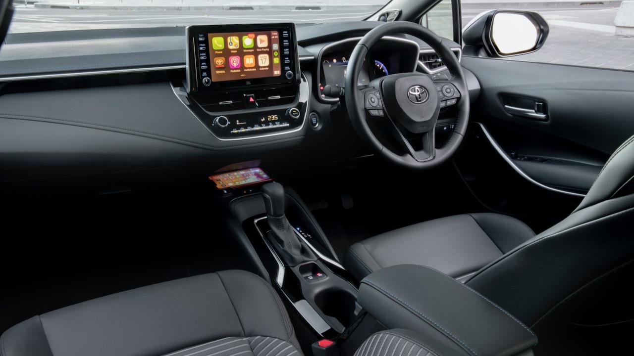 Toyota Corolla sedan review 2020 touchscreen