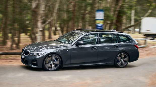 BMW 330i Touring review 2020 handling