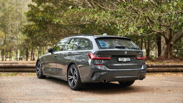 BMW 330i Touring review 2020 practicality