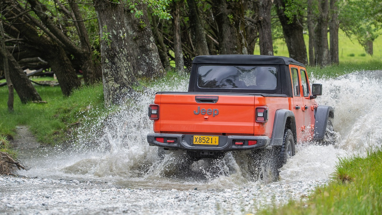 Jeep Gladiator 2020 review water fording