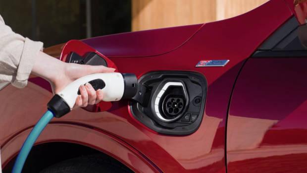 Ford Escape plug in hybrid 2020 plug