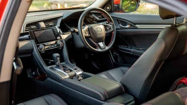2020 Honda Civic sedan leather cabin