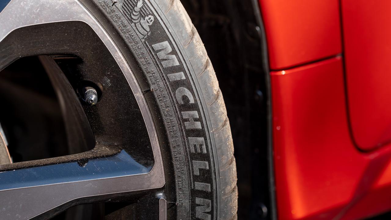 2020 Honda Civic sedan orange tyres