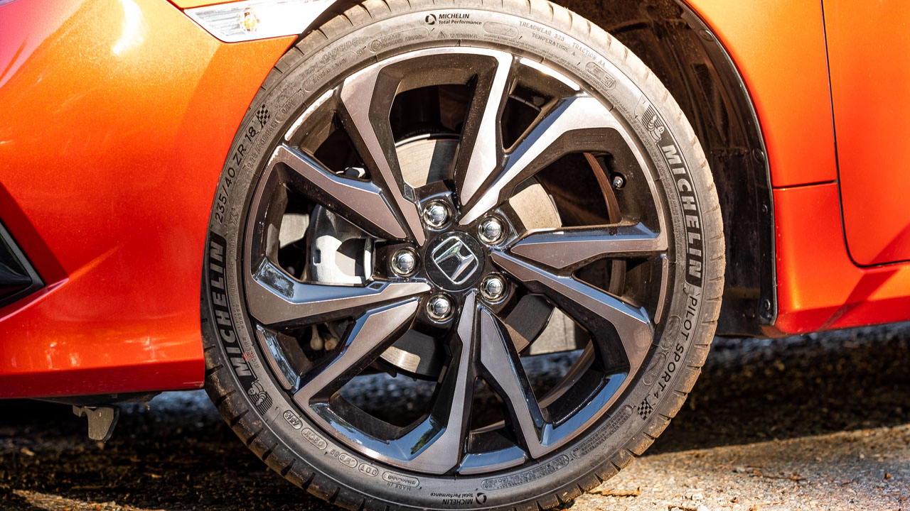 2020 Honda Civic sedan orange wheels