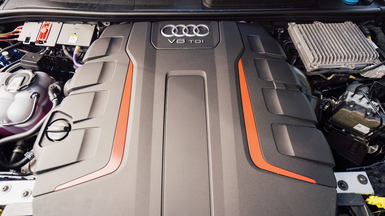 2020 Audi SQ7 SUV V8 TDI engine