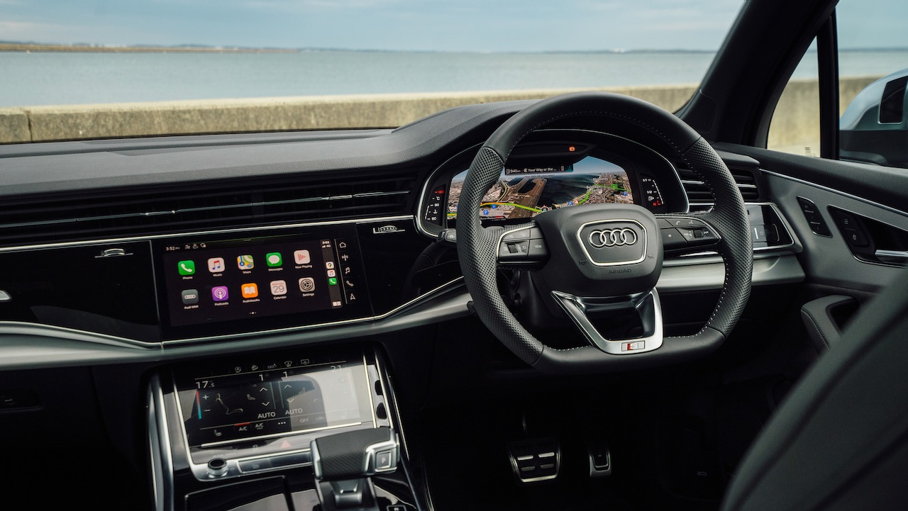 2020 Audi SQ7 SUV dashboard
