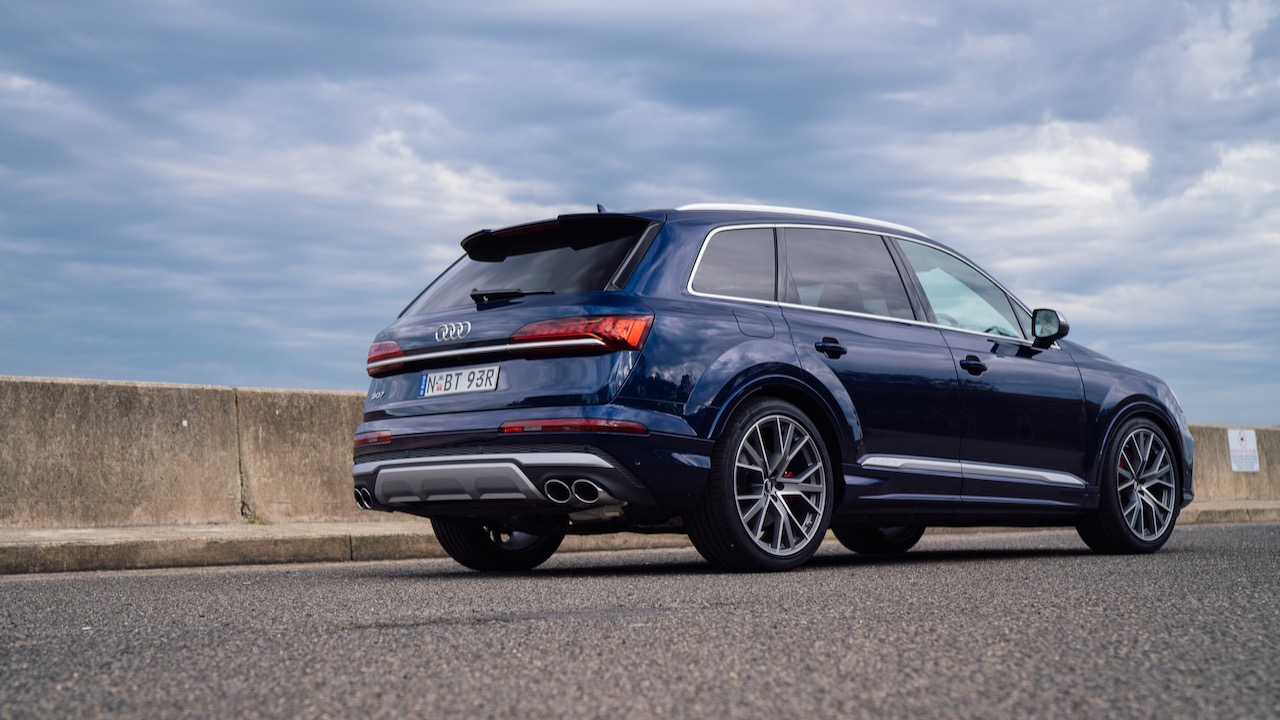 2020 Audi SQ7 SUV quad pipes