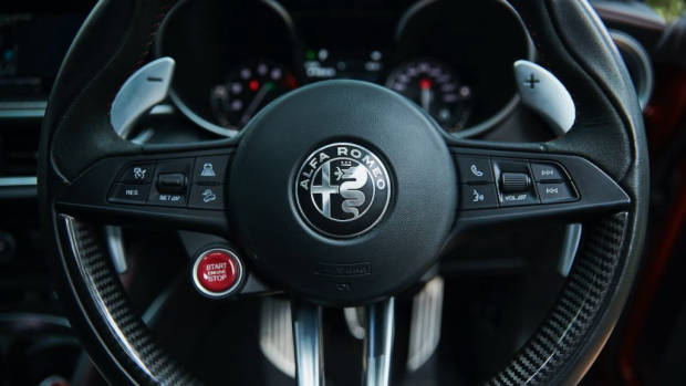 Alfa Romeo Stelvio Quadrifoglio review 2020 carbon steering wheel
