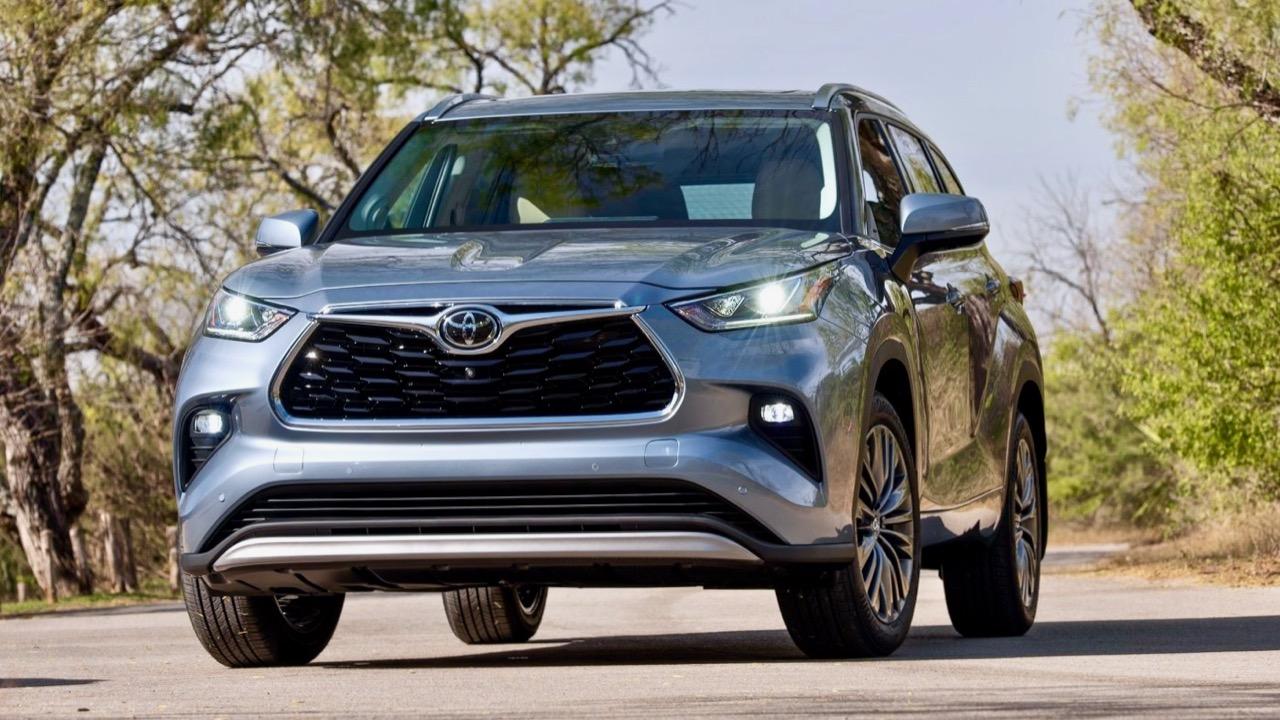 Toyota Kluger 2021 silver design